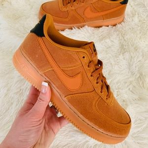 NEW Nike Air Force 1 LV8